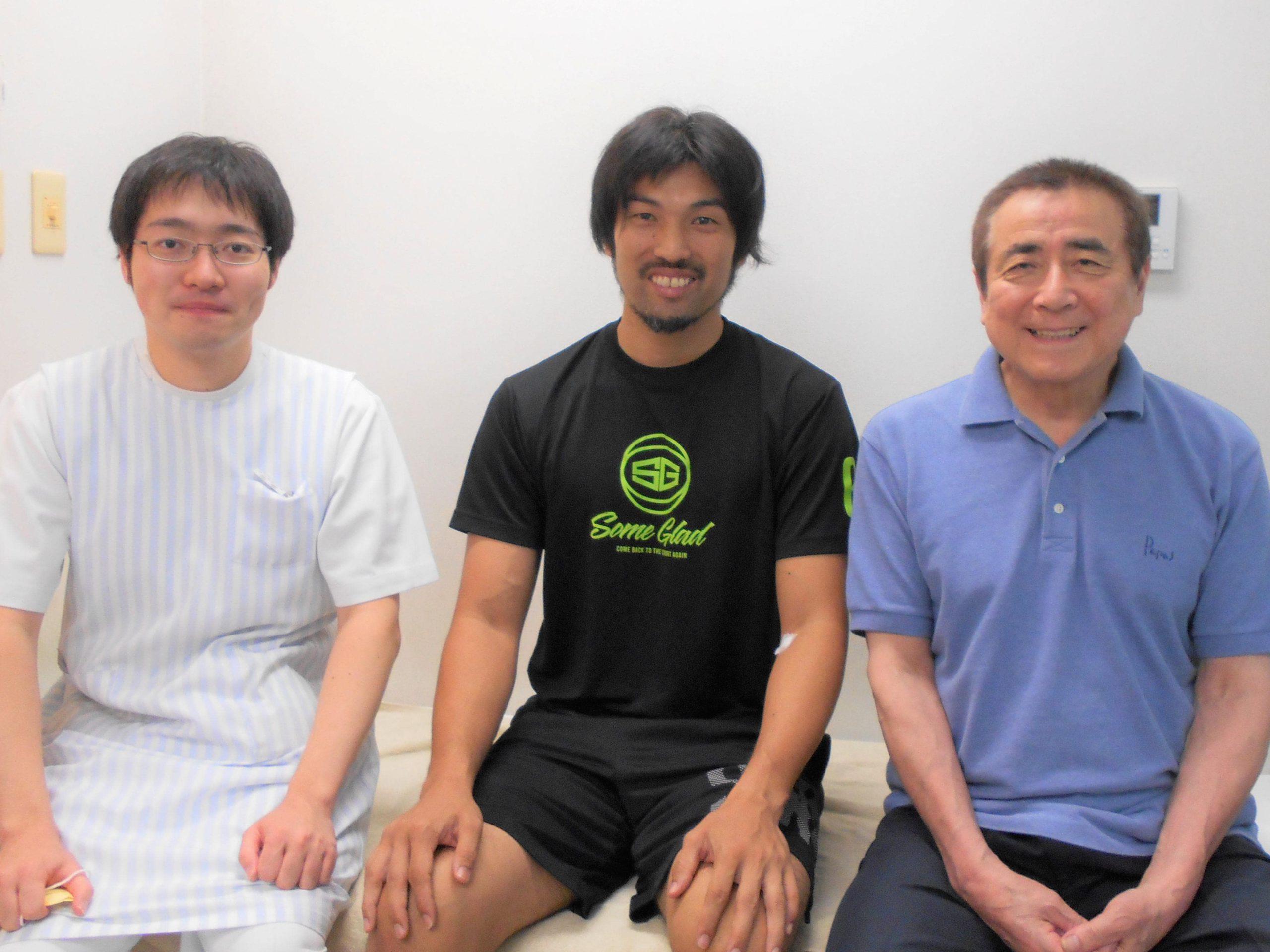 仙台89ERSの金城茂之選手が浅沼整形外科に来院されました